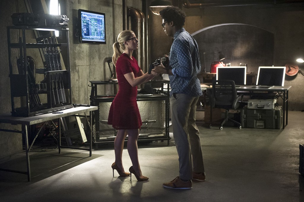 """Arrow — """"Restoration"""" -- Image AR403A_0003b – Pictured (L-R): Emily Bett Rickards as Felicity Smoak and Echo Kellum as Curtis Holt-- Photo: Diyah Pera /The CW -- © 2015 The CW Network, LLC. All Rights Reserved."""